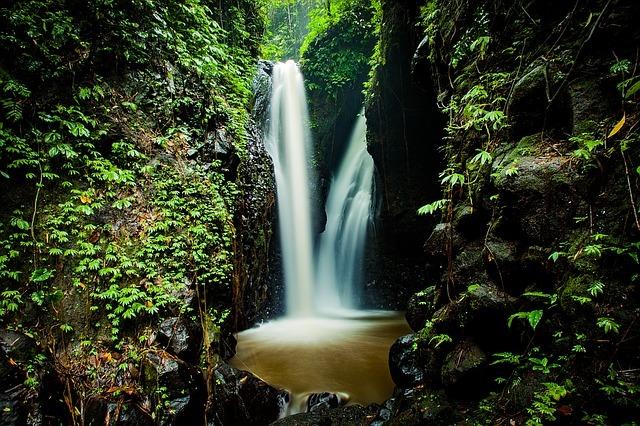 Magnifique chute d'eau