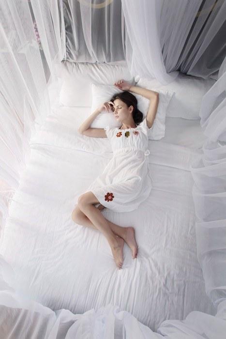 Dormir avec une moustiquaire