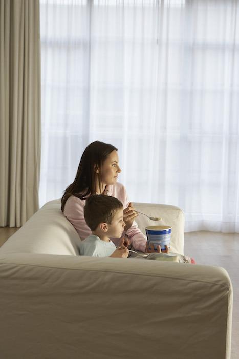 Soirée télé sans aucun souci, tranquille et en famille
