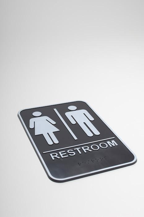 Panneau indiquant les toilettes